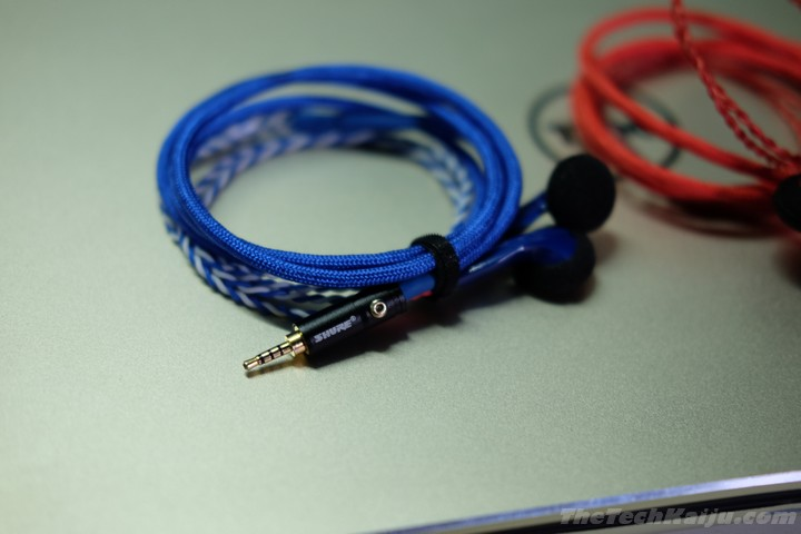demun_blue_red_plug